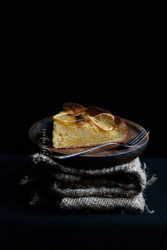 Bizcocho de crema de almendra, pera y limón