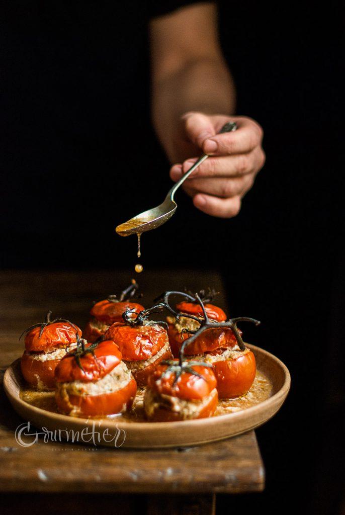 Tomates rellenos de carne especiada y quinoa