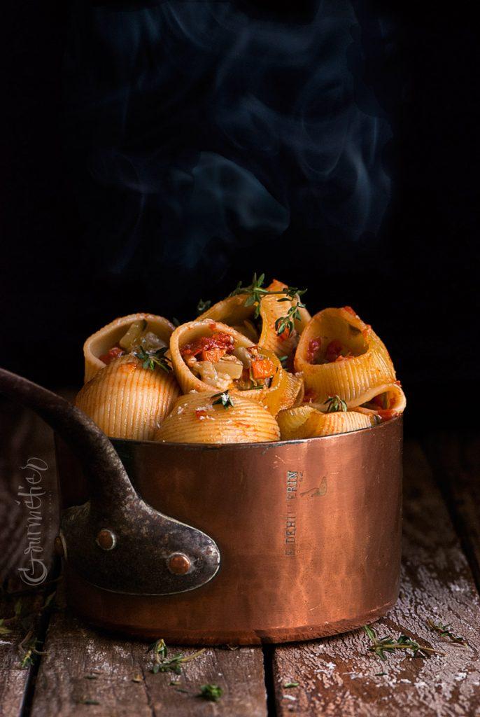 Pasta Lumaconi rellena de pisto y mozzarella