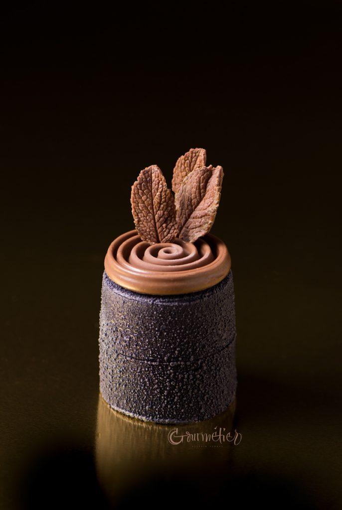 Entremets con cremoso de coco y mousse de cacao